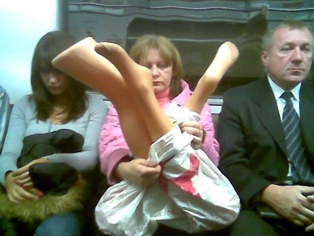 Забавные фото с багажом в транспорте