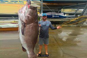 В США рыбак поймал окуня весом 160 кг