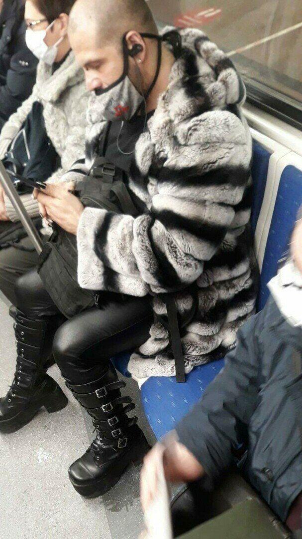 Модники в московском метро