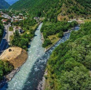 Черно-белая река в Грузии