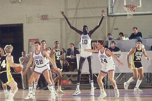 Самый высокий игрок за всю историю баскетбола