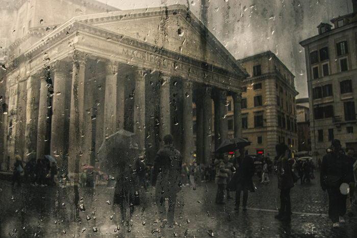 Романтика осеннего ливня в большом городе