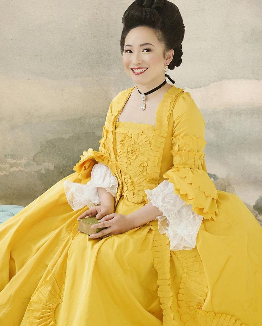 Врач-анестезиолог в свободное время шьёт платья, вдохновляясь модой прошлого, и детали её работ поражают