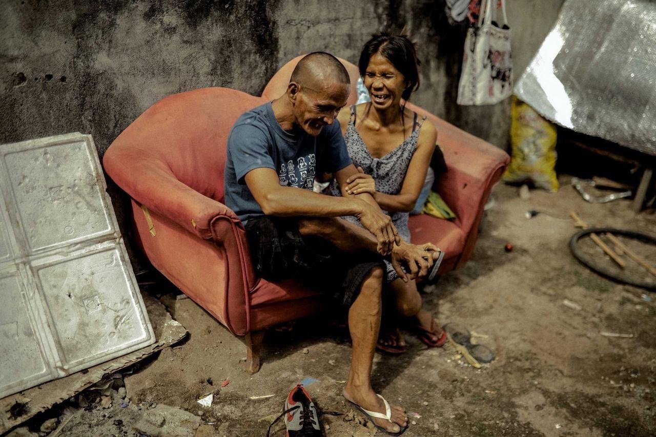 Стилист устроил свадьбу для бездомных