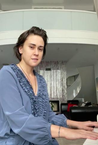 Первые фото без фотошопа дочери Любви Успенской