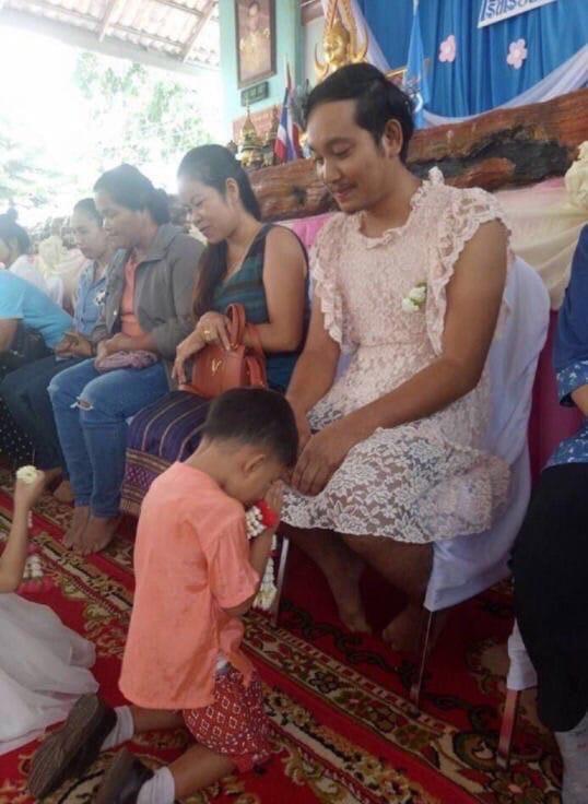 Отец-одиночка из Таиланда стал звездой соцсетей