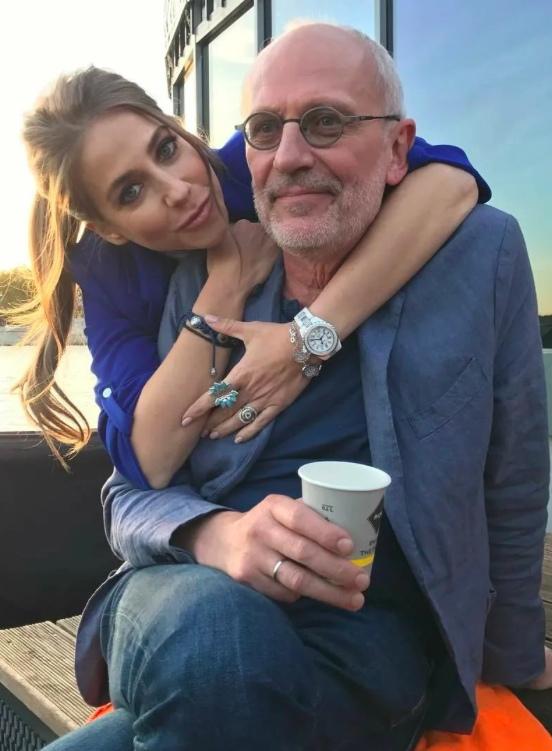 Бывшая Жена Александра Гордона заявила,что Юлия Барановская спаивает его