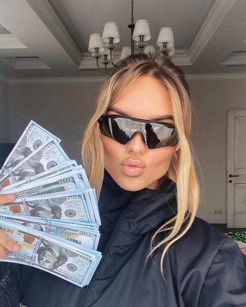 Ханна купила новую одежду от Диор на 500 000 рублей