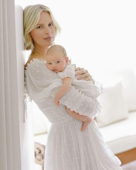 «Ангел» Victoria's Secret Каролина Куркова поделилась снимками полуторамесячной дочери